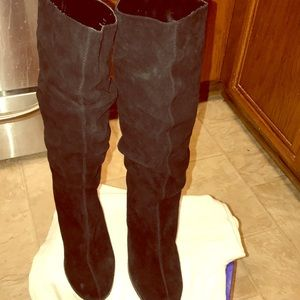 Belle boots size 8/1/2  suede